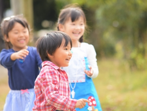 [勝どき・認証]年間休日121日以上☆リトミックや英語レッスン等の教育的要素を取り入れた保育を行っています!