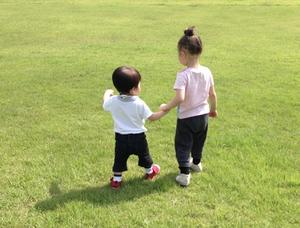 [南新宿 認可]【月給24万円~◎】南新宿駅より徒歩2分の好立地園♪広い敷地で子ども達がのびのびと遊んでいます☆家福利厚生充実☆彡