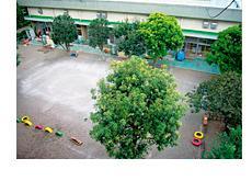[三鷹 公民認可園]広い園庭が自慢の保育園です!福利厚生充実なので安心・安定の勤務ができます!【賞与年3カ月分&月給235,000円~】